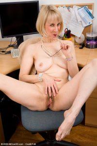 femme handicapèe nue